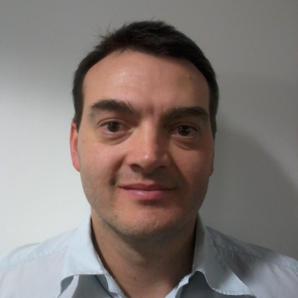 Dr Carlos Fernandez